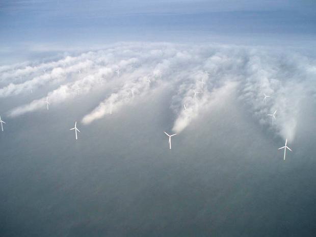 Znalezione obrazy dla zapytania wiatraki na morzu chmury