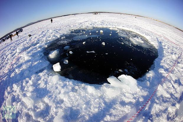 dziura po upadku meteorytu - Rosja